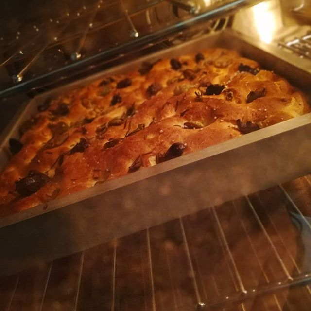 Rosemary & organic olive focaccia making the shop smell heavenly. Beginning Tuesday, try our SAVOURY SNACKS: Focaccia with Dark Chocolate Olive Oil or Root Veggie Chips with Cacao Hummus.#chocolatier #cafe #chocolateCafe #savorychocolate #manchesternh @manchester_nh
