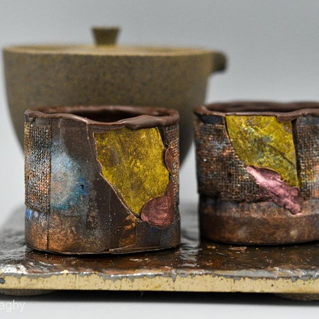 """Making art for the MANCHESTER TROLLEY TOUR. I crafted this tea set from I""""x Jaguar Guatemalan dark chocolate, which I'm pairing with a 1980 Tung Ting Wulong from Taiwan.They're good for one steep, then you eat the cups!#chocolatier #chocolateasart #raku @dantachocolate @redblossomteacompany #manchestertrolleynights"""