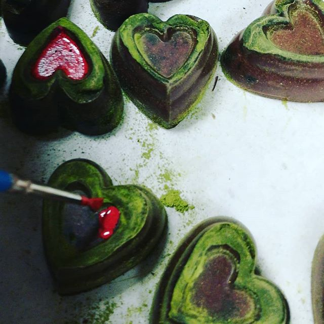 ALL THE WORLD in a piece of chocolate - maple & Tikal cloud caramel in a matcha heart.#chocolatier @dantachocolate #newhampshire #guatemala #japan #valentines