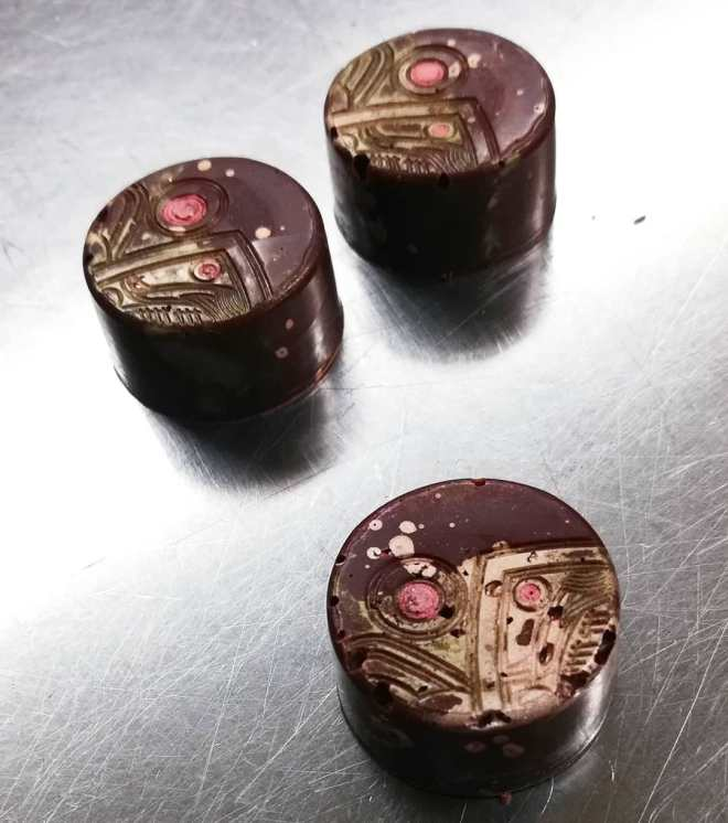 SOMETHING SWEET AND SOMETHING DARK: white chocolate nectarine ganache in a shell that is equally sweet and dark, capped with just a hint of yuzu#chocolatier #fruit