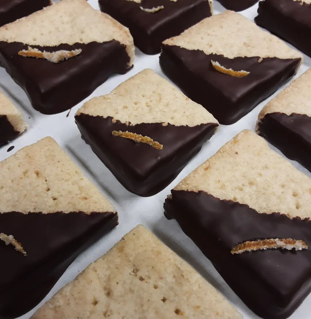 Yuzu Sapote shortbread with HCP 12 Heirloom Nicaragua dark chocolate and candied blood orange.Don't mind if I do.#chocolatier #pastry #shortbread @heirloomcacao