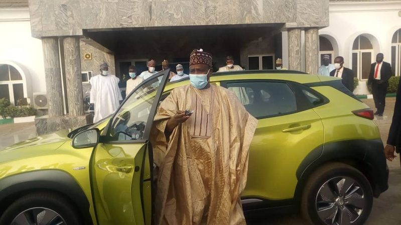 Sokoto-governor-Tambuwal-by-Nigerias-first-electric-car-660x400@2x
