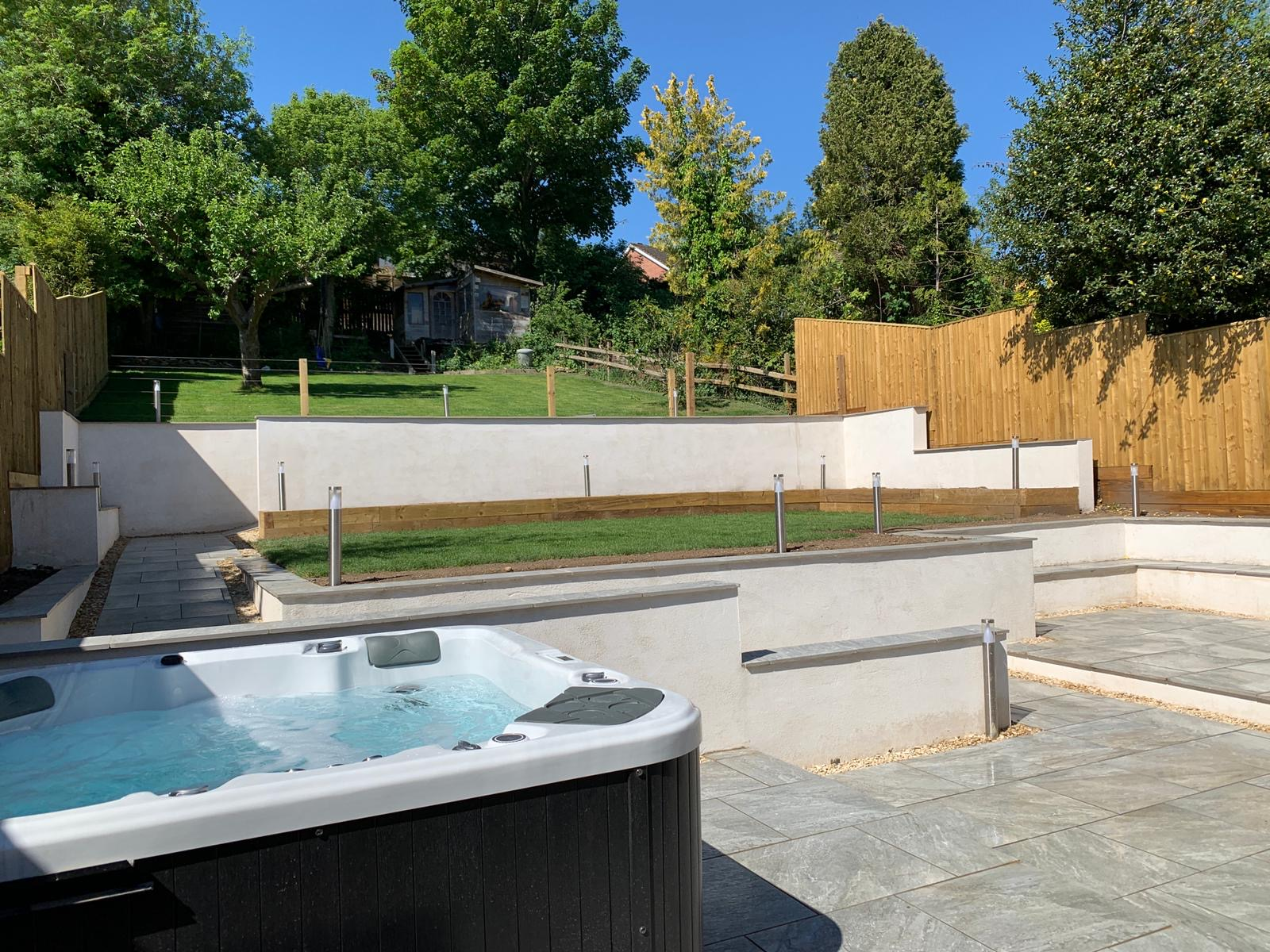 Hot tub and modern outside space