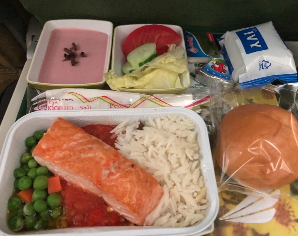 エチオピア航空ET673便 機内食 サーモンが美味しかったです。