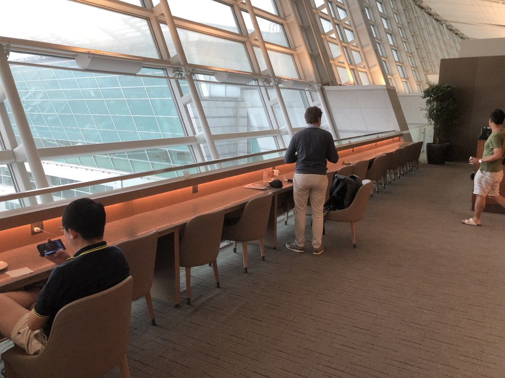 2019年最新仁川空港アシアナ航空ビジネスクラスラウンジの窓側にある座席