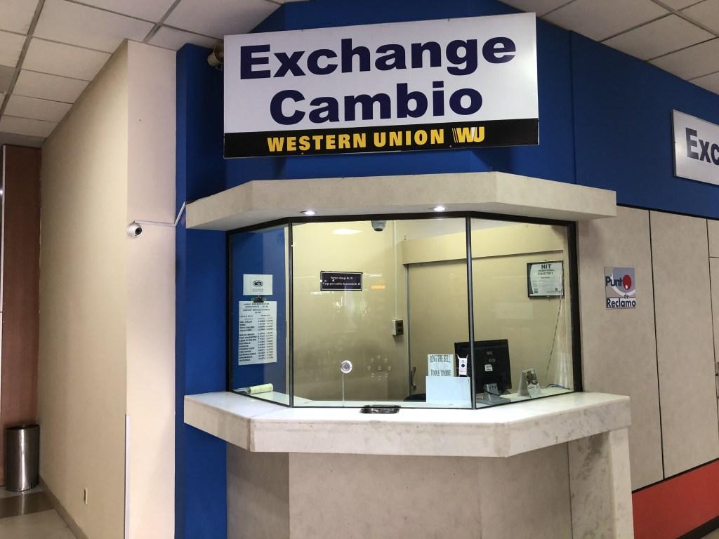 エル アルト国際空港にある両替所''EXCHANGE CAMBIO''