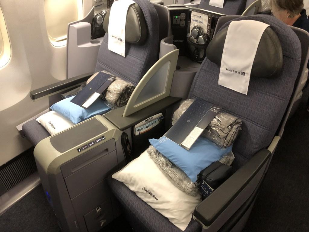 UA854便(NH7172便)リマ行のビジネスクラス ポラリスの座席