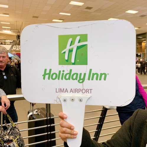 Holiday in Lima Airportのプラカード