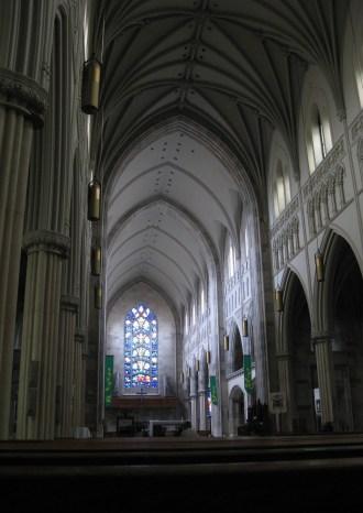 Belleville cathedral - inside.JPG