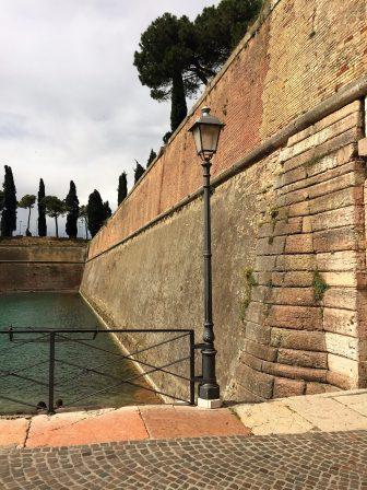 Dicke Mauern in Peschiera