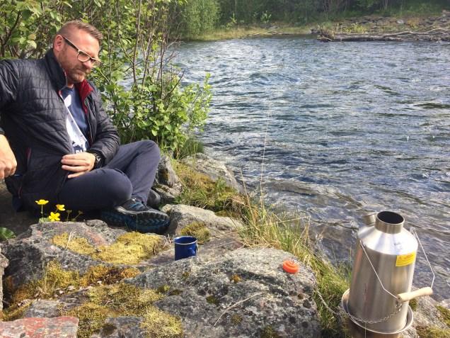 Kaffee am Fluss