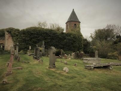 Verfallene Häuser und alte Friedhöfe - überall