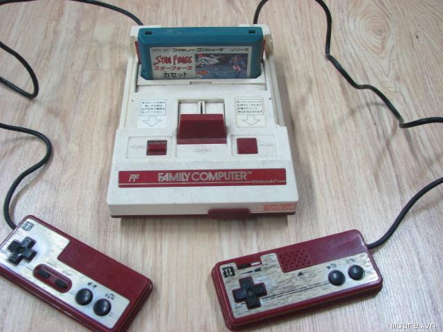 """Có ai còn nhớ bộ điện tử 4 nút này không nhỉ? Chơi trò nào cắm băng trò đấy rồi kết nối với màn hình tivi và ngồi """"ôm"""" máy suốt ngày! Điên đảo giới trẻ Sài thành một thời đấy!"""