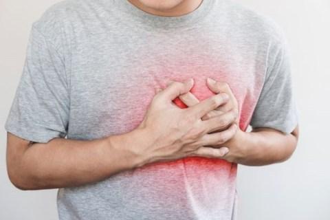 Nếu thấy lo lắng cho cơn đau ngực, nên đi bác sĩ - ngay cả khi không đau tức như cơn đau tim /// Ảnh minh họa: Shutterstock