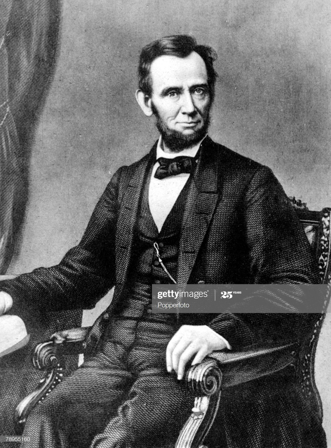 Formal portrait of Abraham Lincoln 1809 - 1865, 16th President of the United States of America, famous for saving the Union in the American Civil and the emancipation of slaves. He was assassinated by John Wilkes Booth in 1865. : News Photo