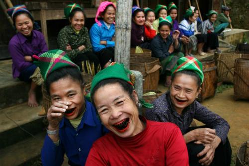 Tục nhuộm răng đen của người Thái bị 'thất sủng'