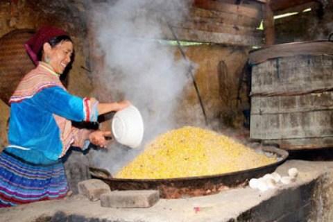 Rượu ngô Sùng Phài Lai Châu - taybacthaoduoc.com