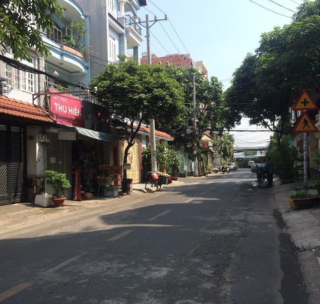 Cần bán gấp nhà ngay khu biệt thự Phổ Quang, đường trải nhựa, phường 9, Quận