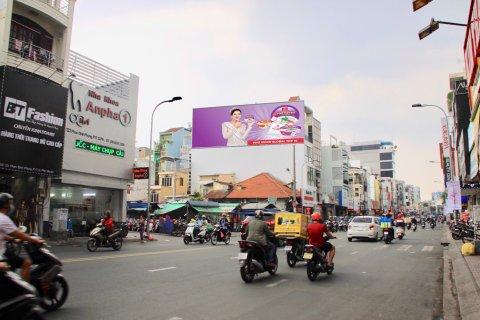 Bảng quảng cáo chợ Phú Nhuận tại cổng Phan Đình Phùng – Chiêu Dương Media