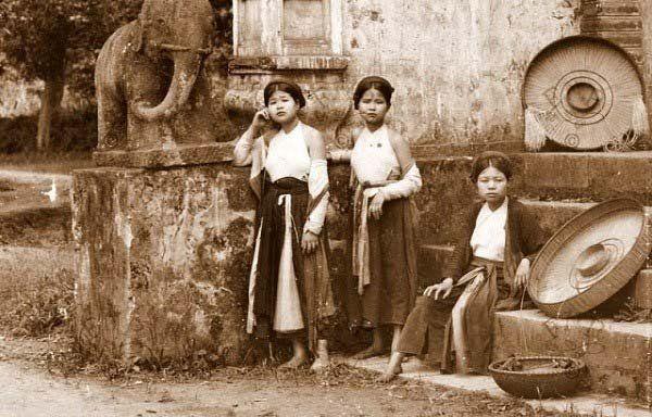 Chiếc άo tứ thân truyền thống cὐa phụ nữ Kinh Bắc một thời cό у́ nghῖa gὶ?
