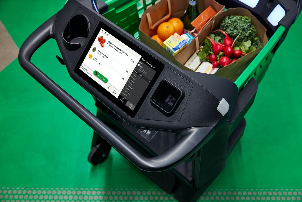 Xe hàng dành cho khách mua sắm tại chợ Amazon Fresh được trang bị thiết bị thông minh giúp khách hàng dễ dàng tìm ra món hàng mà mình cần (Nguồn: Amazon)