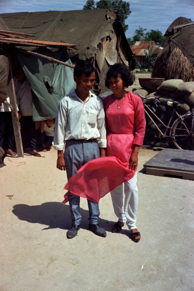 Loat hinh cuc doc ve dam cuoi o Quang Tri nam 1969-Hinh-9