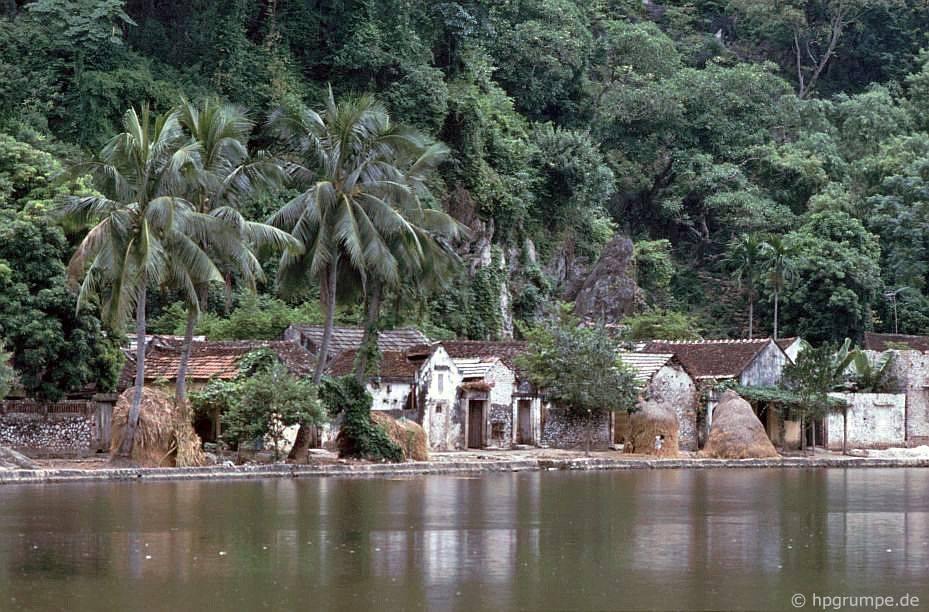 Làng trong đồng bằng sông Hồng