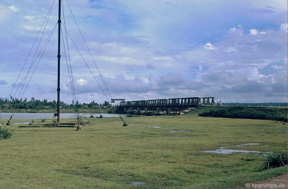 Cầu Hiền-Lưσng, biên giới cῦ giữa Bắc và Nam