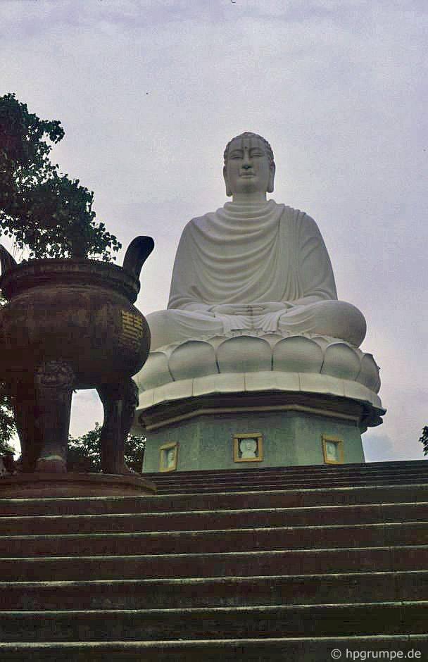 Nha Trang: Chὺa Long Sσn, tượng Phật