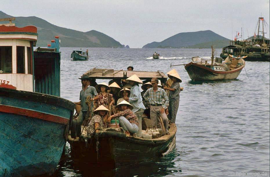 Nha Trang: Lάi xe đến đἀo Hὸn Miễu