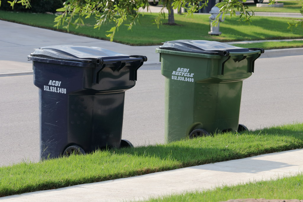 Trash & Recycle Containers | Blue - Landfill, Green - Recycl… | Flickr