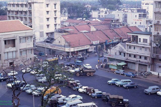Gόc đường Hai Bà Trưng-Công trường Lam Sσn trước nᾰm 1975