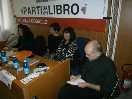 Alla mia sinistra il Dott. Fulvio Mazza, direttore della Bottega Editoriale, alla mia destra Loredana Sorrentino, presidente della Associazione Culturale Circe.