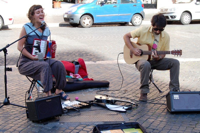 musica-ao-vivo-praça-navona-roma-pontos-turísticos
