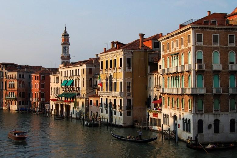passeio de gôndola - grande canal - veneza - itália - turismo