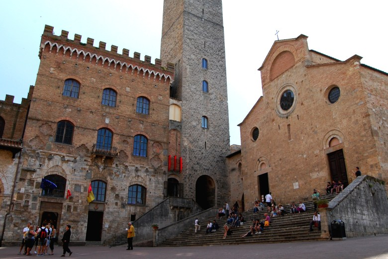piazza del duomo - san gimignano - toscana - italia