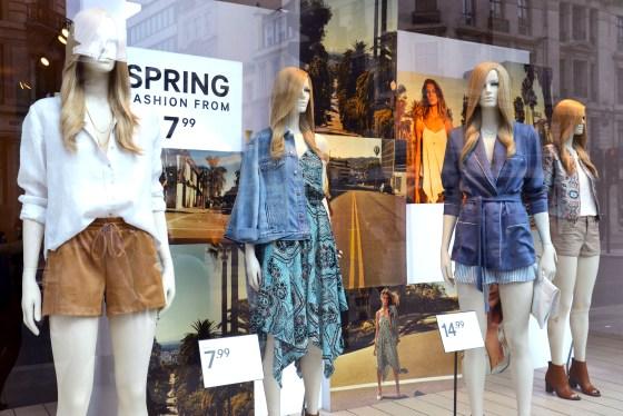 onde comprar roupas em londres - vitrine h&m