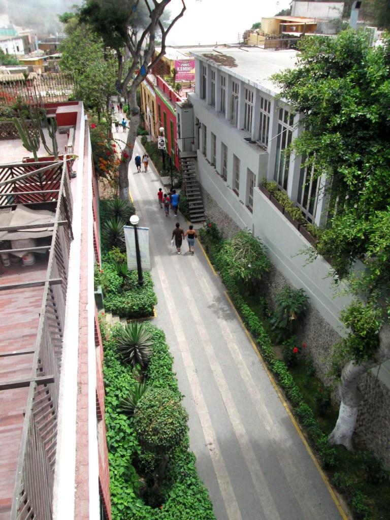 bajada de los banos - lima - peru - turismo
