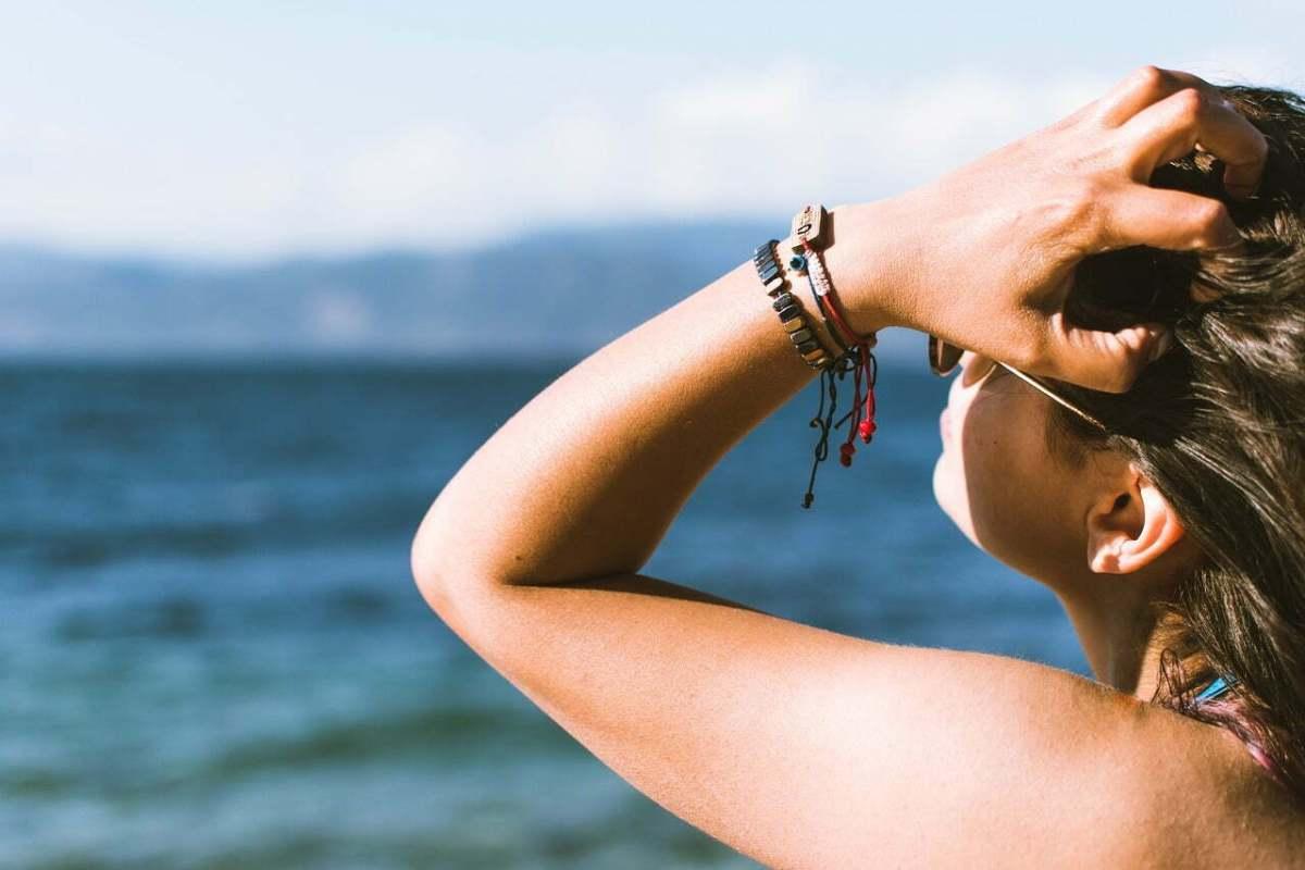 Come prevenire ed eliminare le macchie scure della pelle