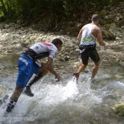 persone che corrono alla 100km del caribe