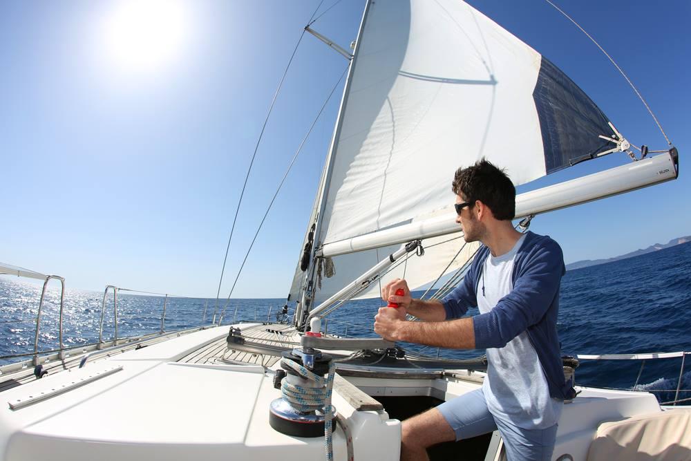 Come lavorare e guadagnare viaggiando in barca a vela