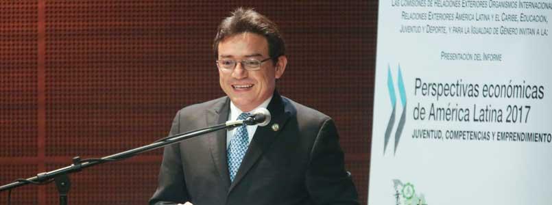 México debe fincar su motor de desarrollo y crecimiento en sus 30 millones de jóvenes: Daniel Ávila