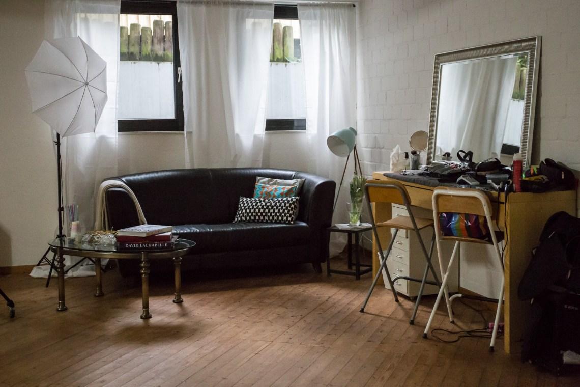 Studio Schminkecke und Visaplatz, Chill out Ecke mit Sofa