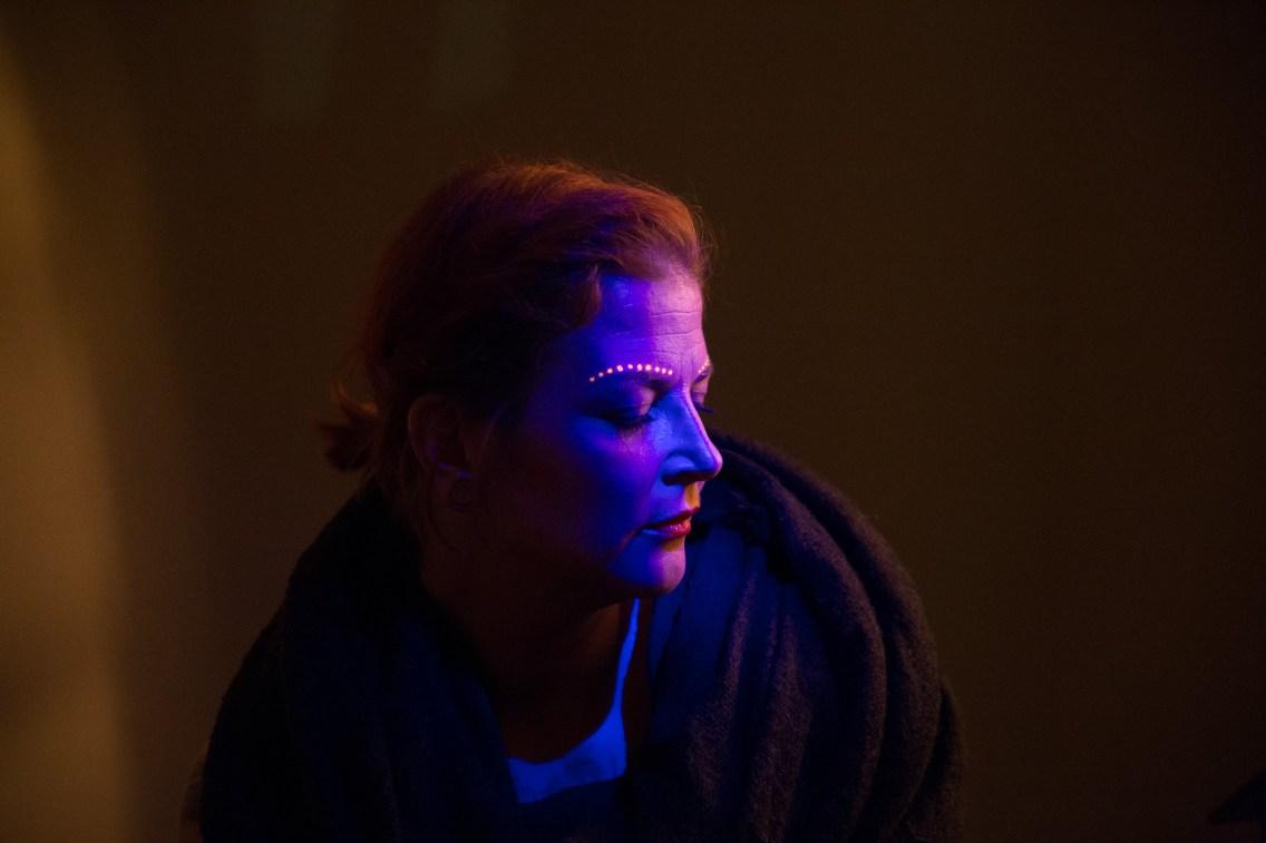 Schwarzlichtfarbe auf Körper beim 10. Studioabend