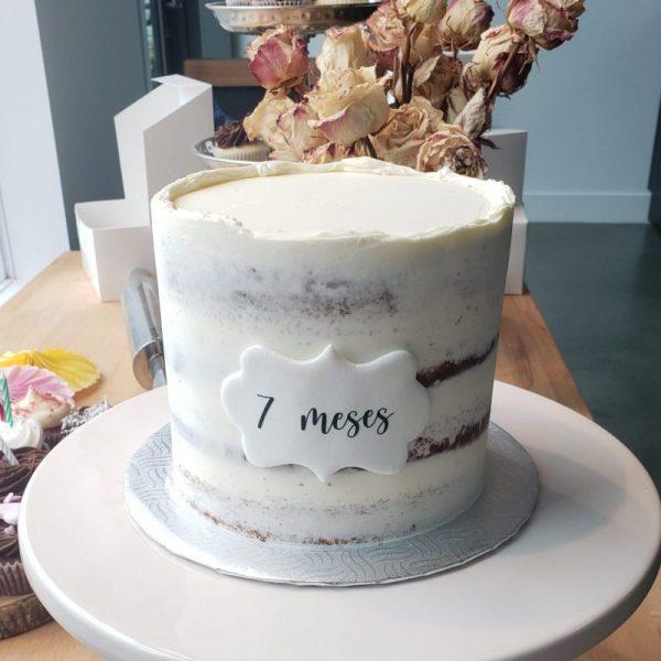 Semi naked cake vanille avec bordure irrégulier