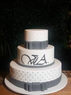 Gâteau de anniversaire - montreal - quebec - Anniversary - cake - Gâteau de fête - Party cake - Gateau personalise sur mesure customisé - custom cake - etage layers noeud bow