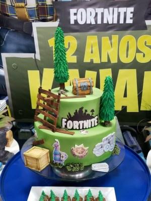 Gâteau de anniversaire - montreal - quebec - Anniversary - cake - Gâteau de fête - Party cake - Gateau personalise sur mesure customisé - custom cake - fortnite - etage layers