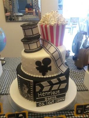 Gâteau de anniversaire - montreal - quebec - Anniversary - cake - Gâteau de fête - Party cake - Gateau personalise sur mesure customisé - custom cake - movies movie film cinema - etage layers