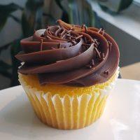 Cupcake Carotte à la brasilienne avec glaçage au Brigadeiro.