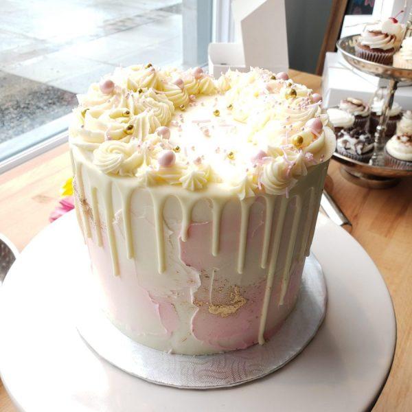 Gâteau Spatulé en crème au beurre avec coulis au chocolat